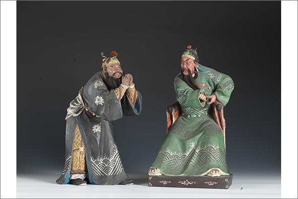 2 関羽・張飛像 土、彩色 清時代・19 世紀 天津博物館蔵