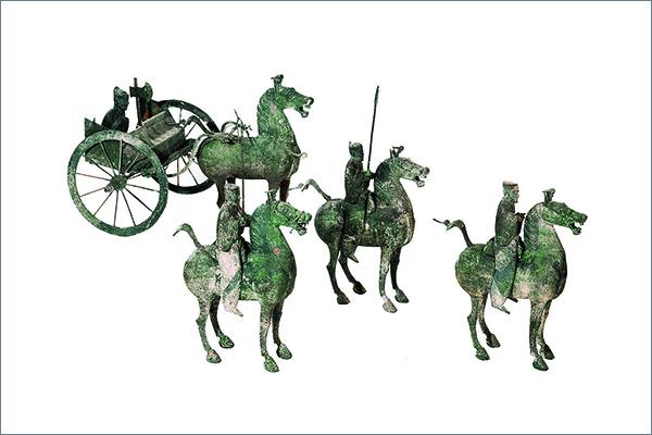 9 儀仗俑 青銅 後漢時代・2~3 世紀 1969 年、甘粛省武威市雷台墓出土 甘粛省博物館蔵
