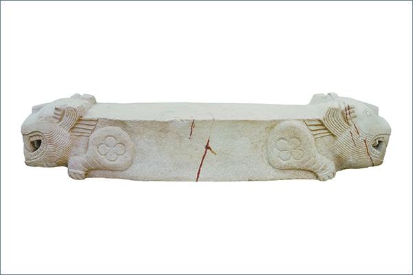 19 虎形棺座 石 三国時代(呉)・3 世紀 2006 年、江蘇省南京市上坊1 号墓出土 南京市博物総館蔵